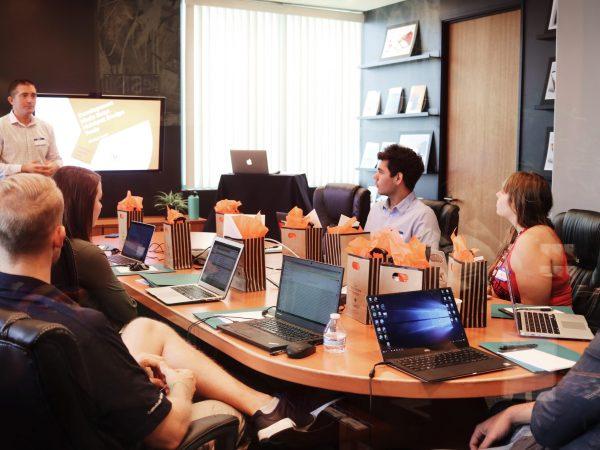 Etudiants en réunion